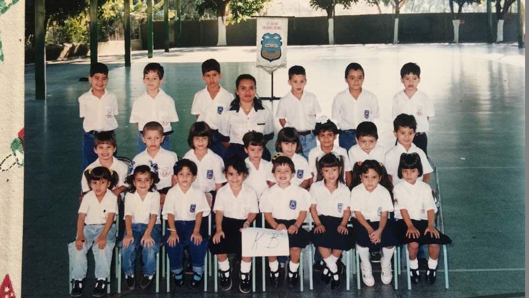 Yasmine Sawan es la segunda niña de izquierda a derecha de la primera fila