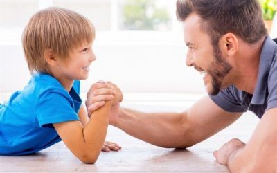 En el mes de la amistad, descubre si ser amigo de los hijos, es positivo o un gran error!