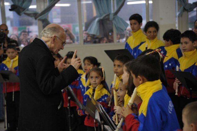 Notables músicos despiden al maestro José Antonio Abreu